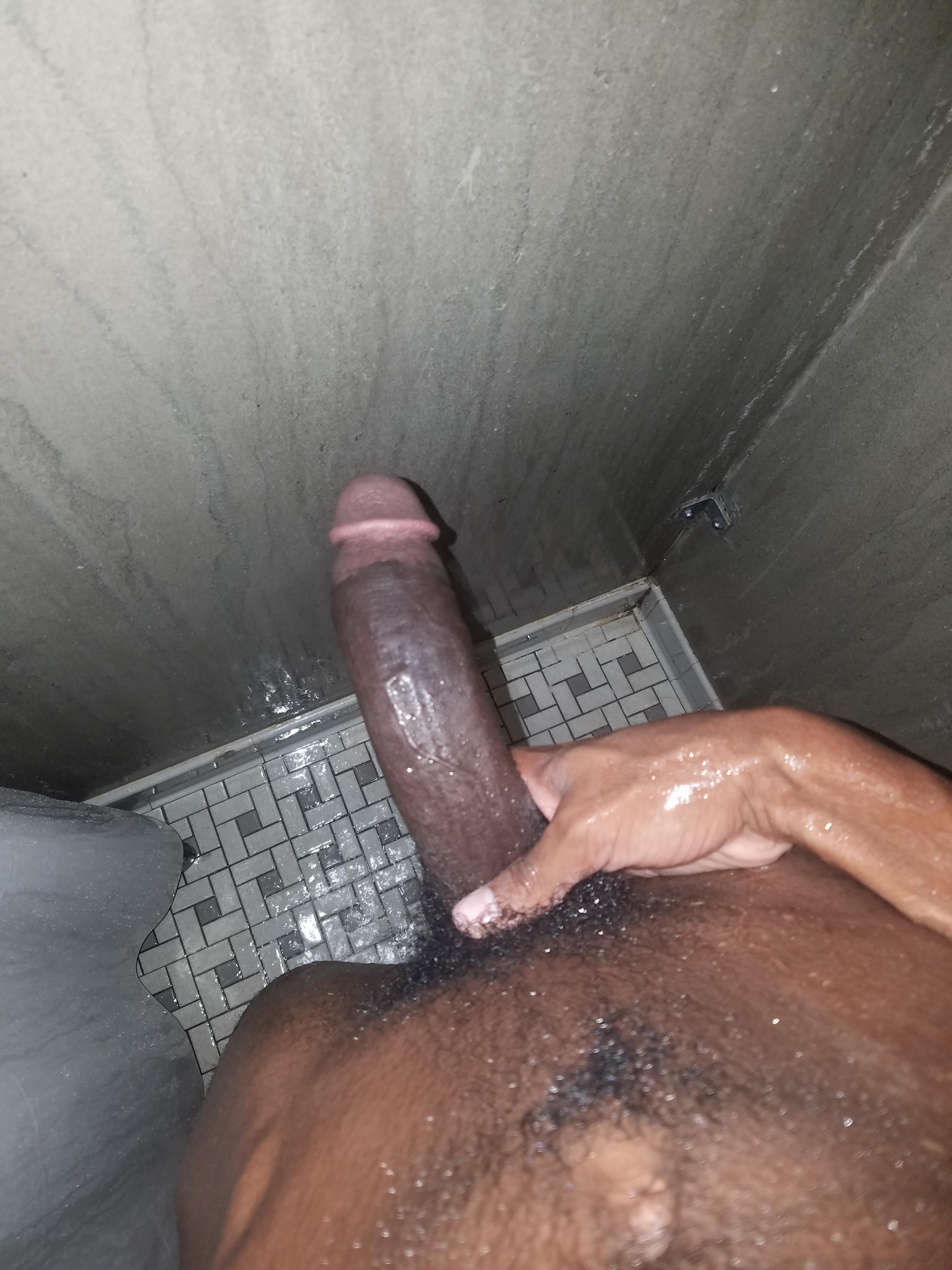 Un beau black bande sous la douche